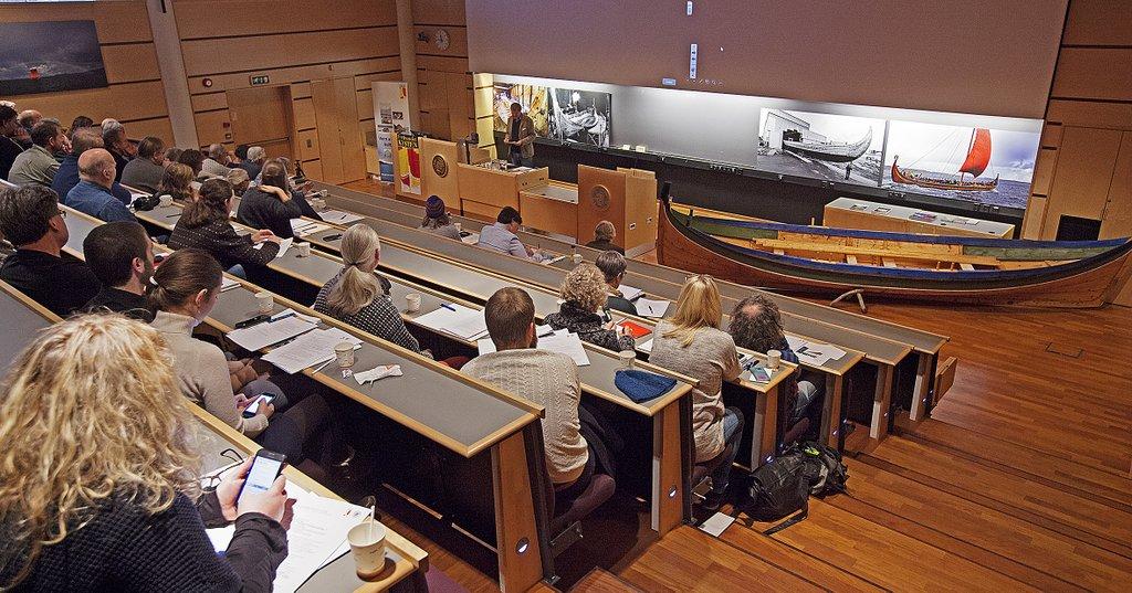 """Konferansen """"Tradisjonsbåtbygging som universitetsfag"""" ved Universitetet i Tromsø i oktober 2016."""
