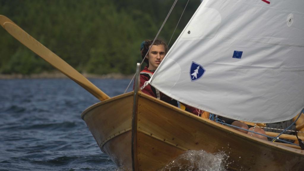 Albert Lombardo lærte å seile på Camp Oselvar i sommer. Nå kan kystlag få støtte til ungdoms- og integreringsprosjekter ut over høsten. Foto: Roy A. Nilsen