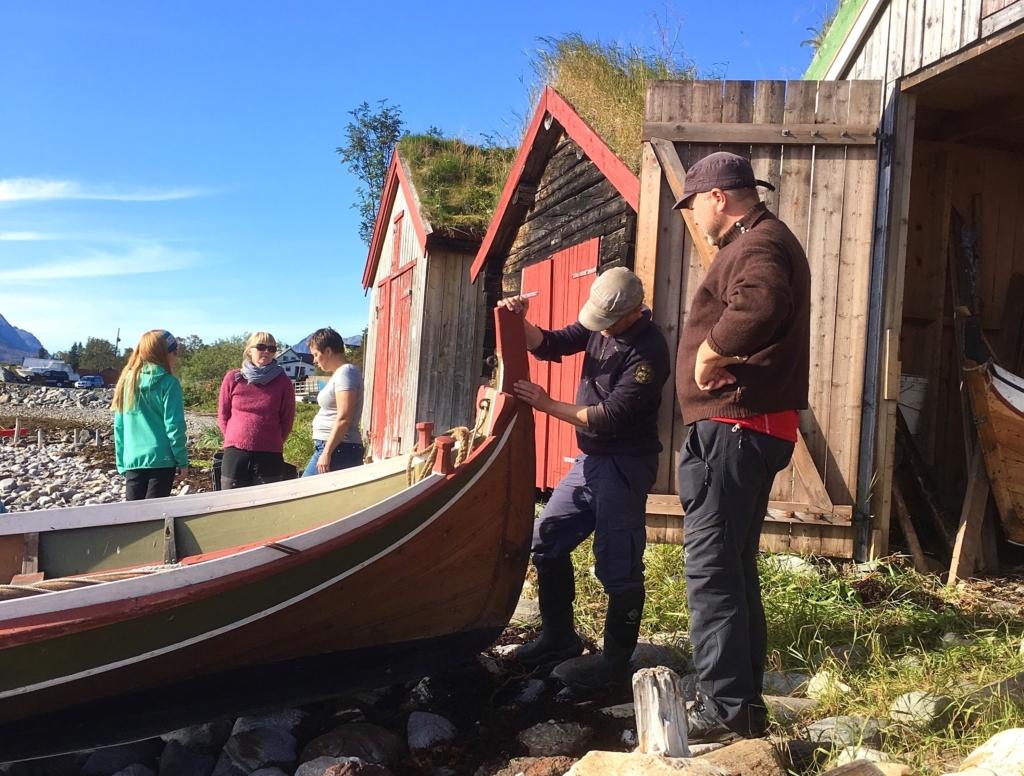 Arctandria - Tromsø kystlag tar vare på en flott gammel naustrekke, men sjøen kommer nærmere.  Foto Ingrid Sommerseth
