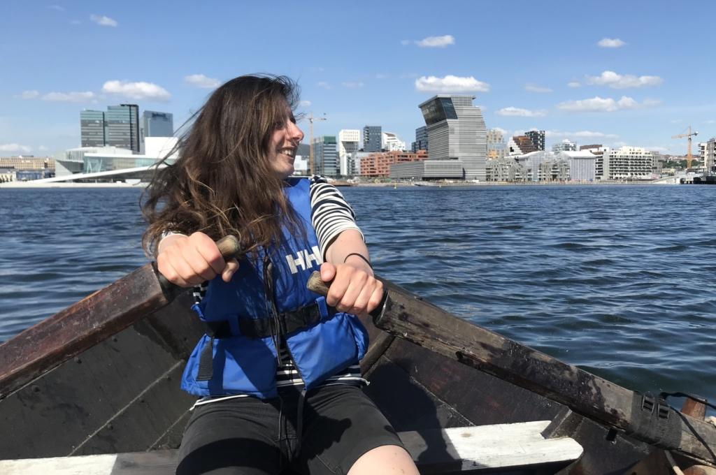 Vi tar til orde for bærekraftig friluftsliv i tradisjonelle båter, og vil ha med oss fler ungdommer. Nå trenger vi en vikar til å jobbe med blant annet det. Foto: Tuva Løkse