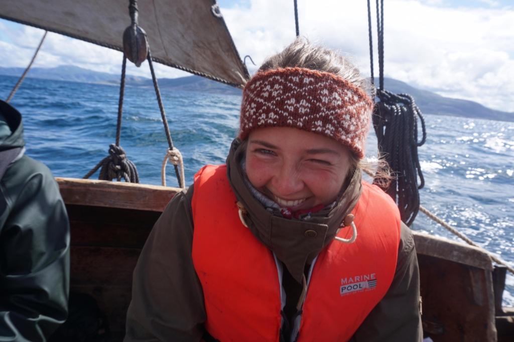 Tora Bakkemo er i ferd med å bli en erfaren høvedskvinne. Vi håper hun også kan trives på kontoret med oss! Foto: privat