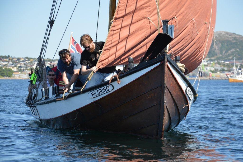 """Åfjordsvengbåten """"Hildring"""" under kappseilasen i Kristiansund i fjor sommer. Foto: Tuva Løkse"""