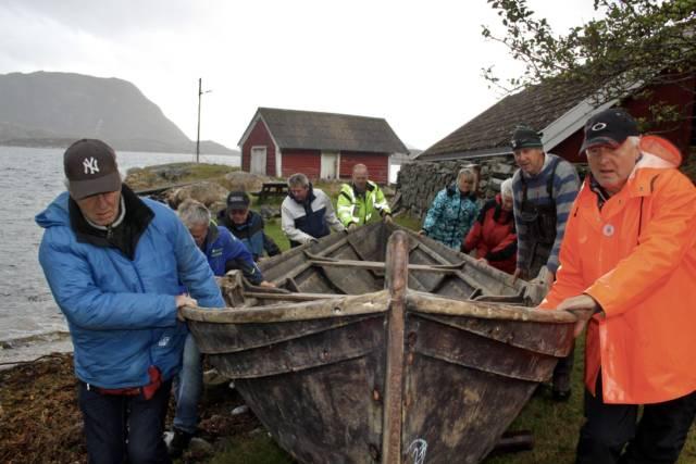 Færingen på vei mot Hardanger Fartøyvernsenter for restaurering.