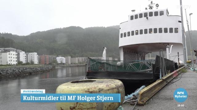 Jubelen har vært stor etter at M/F Holger Stjern endelig kom hjem. Bildet er hentet fra NRK Distriktsnyheter Midtnytt 31. august 2021.