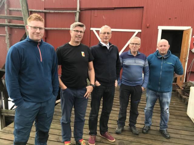 Kystlagsleder Kim Henning Kaspersen (t.v) og et knippe sentrale ildsjeler i Gisund kystlag. Vi håper Kystlagsprisen 2019 inspirerer til videre innsats. Foto: Tuva Løkse