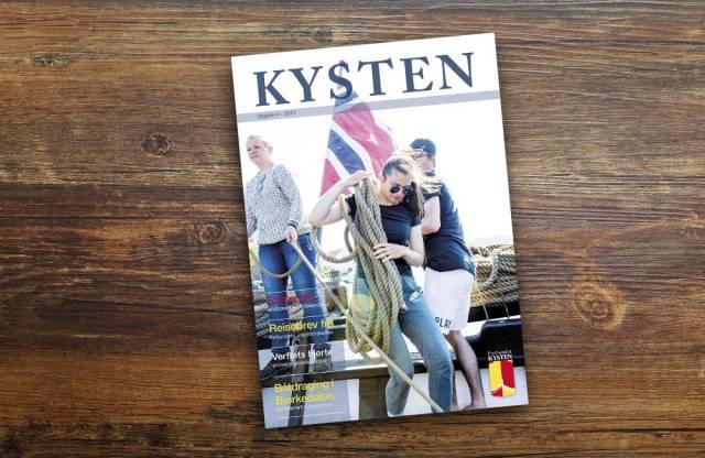 Unge medseilere fra vår ungdomsseilas i sommer pryder forsiden av tidsskriftet KYSTEN denne gangen. Foto: Sveinung Uddu Ystad