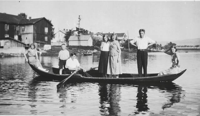 Nersetterbåten ble brukt til fløting og frakt av folk på Drammensvassdraget. Nå går en bred lokal allianse sammen om å redde kunnskapen om bygging av båttypen. Foto  Drammen Arkiv