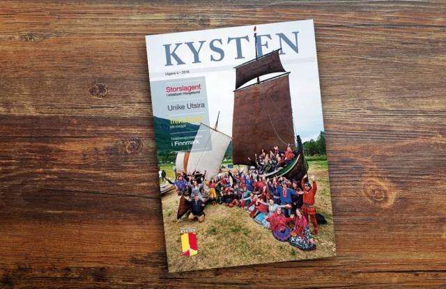 Sommerens flotte utstilling på Riddu Riddu-festivalen pryder forsiden. Foto: Arne-Terje Sæter